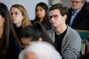 Thumbnail Ausstellungseröffnung – Bilder im Kopf - Menschenrechte im Alltag c BildungsdirektionfürWien Domnanovich (4)