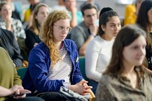 Thumbnail Ausstellungseröffnung – Bilder im Kopf - Menschenrechte im Alltag c BildungsdirektionfürWien Domnanovich (16)