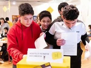 Thumbnail Briefe schreiben beim Amnesty Briefmarathon | © Christoph Liebentritt/Amnesty International