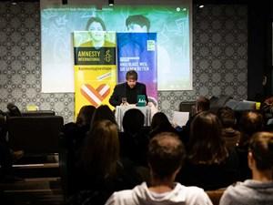 Thumbnail Amnesty Briefmarathon beim Giving Tuesday | © Christoph Liebentritt/Amnesty International